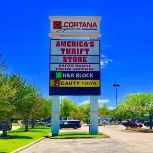 Sign Installation at Cortana Mall in Baton Rouge Louisiana