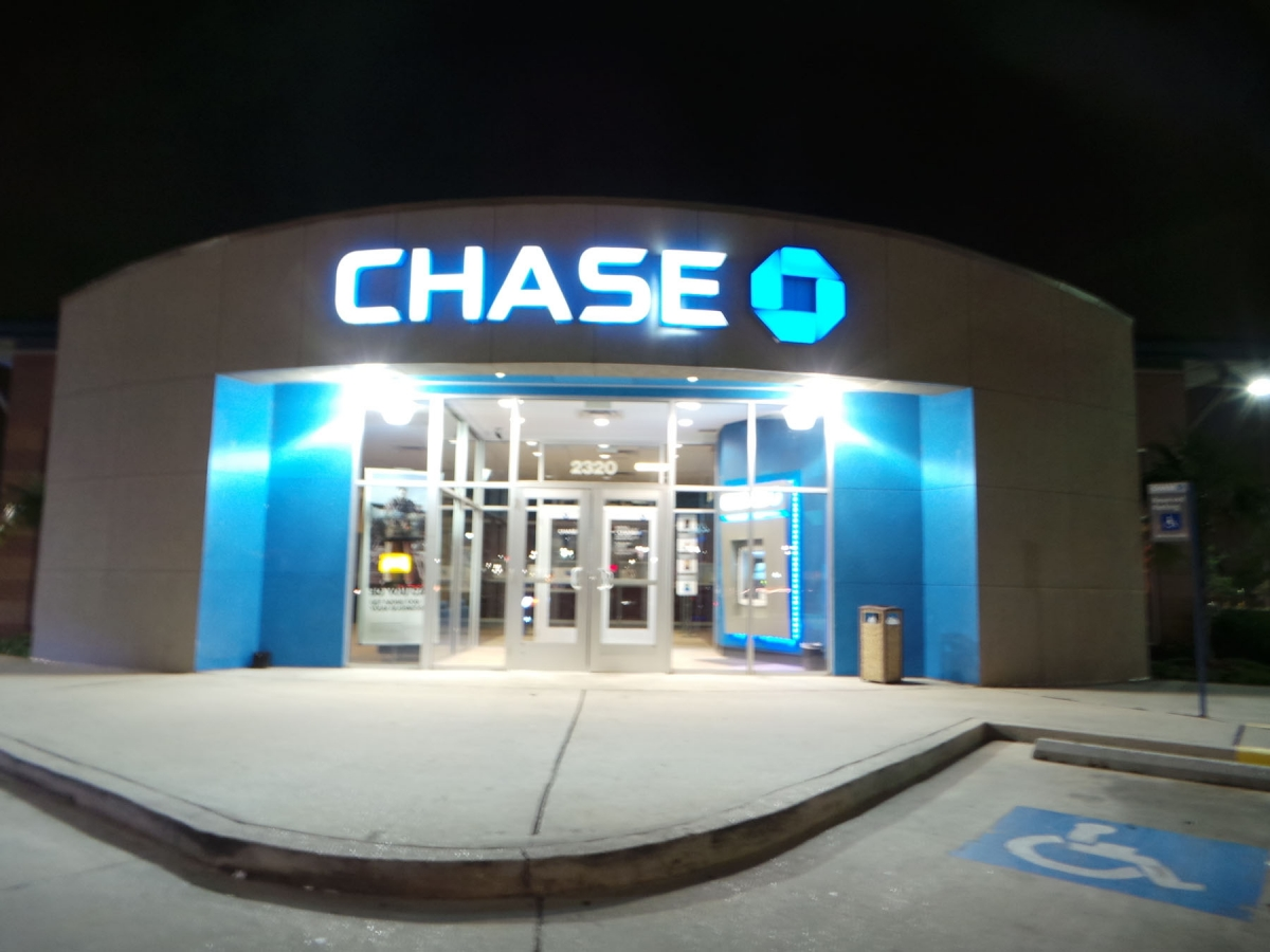 Install sign Gretna Louisiana channel letters for Chase Bank