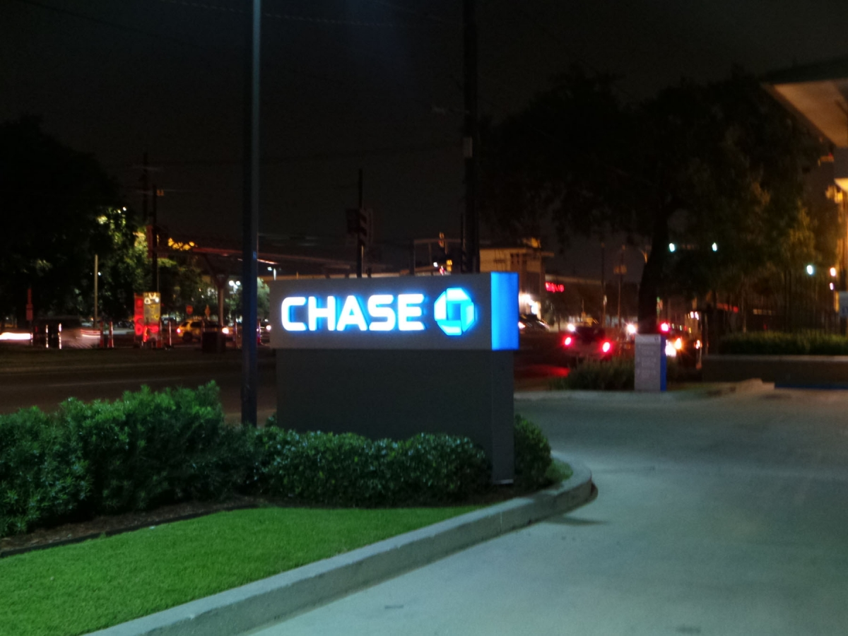 Sign installation in Metairie for Chase bank monument sign