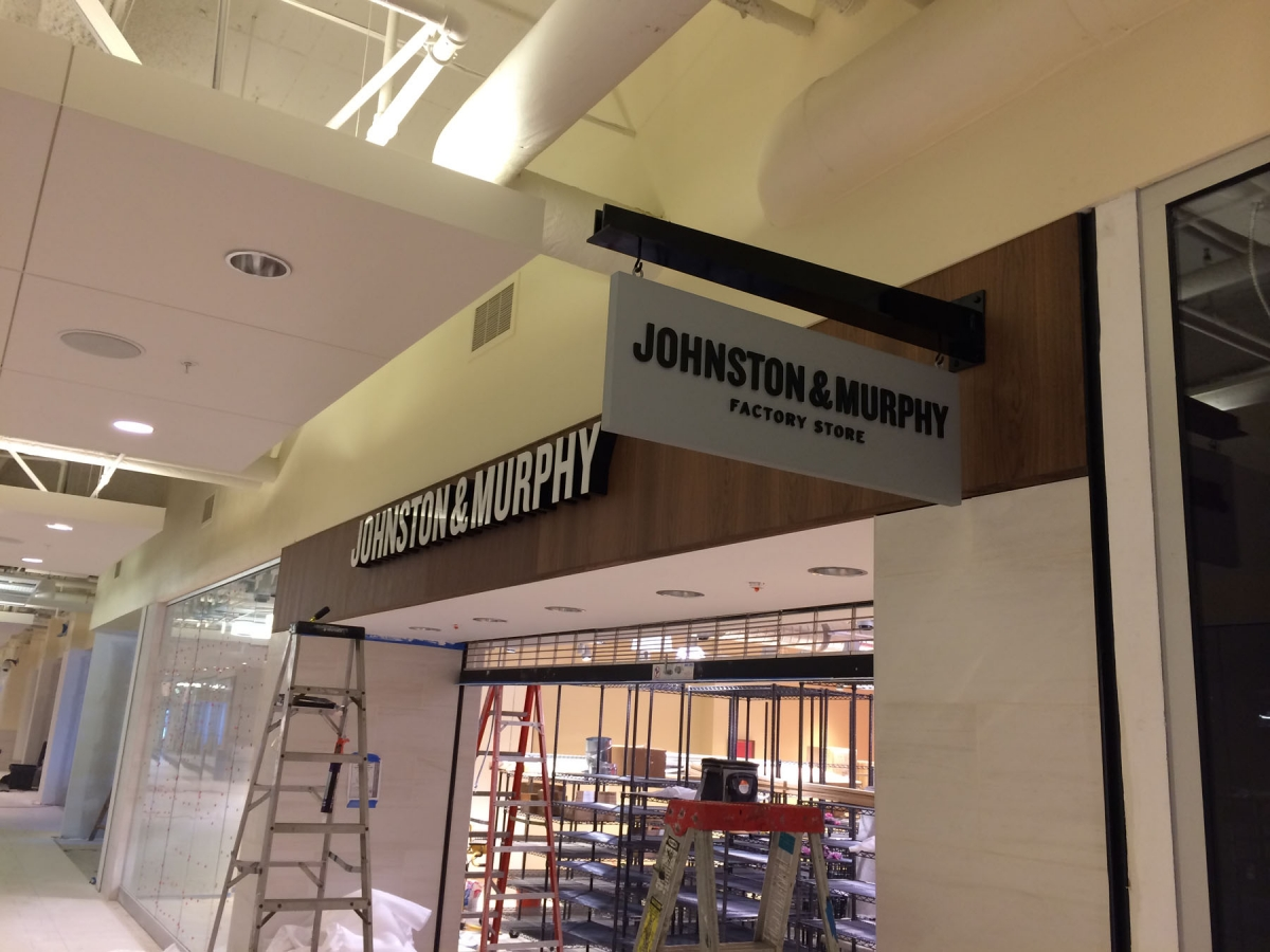 Install sign New Orleans Johnston and Murphy blade sign