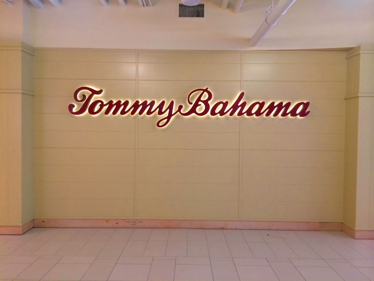 Install sign New Orleans dimensional lettering for Tommy Bahama