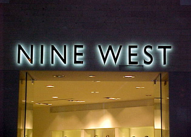 Sign installation for Nine West New Orleans Riverwalk