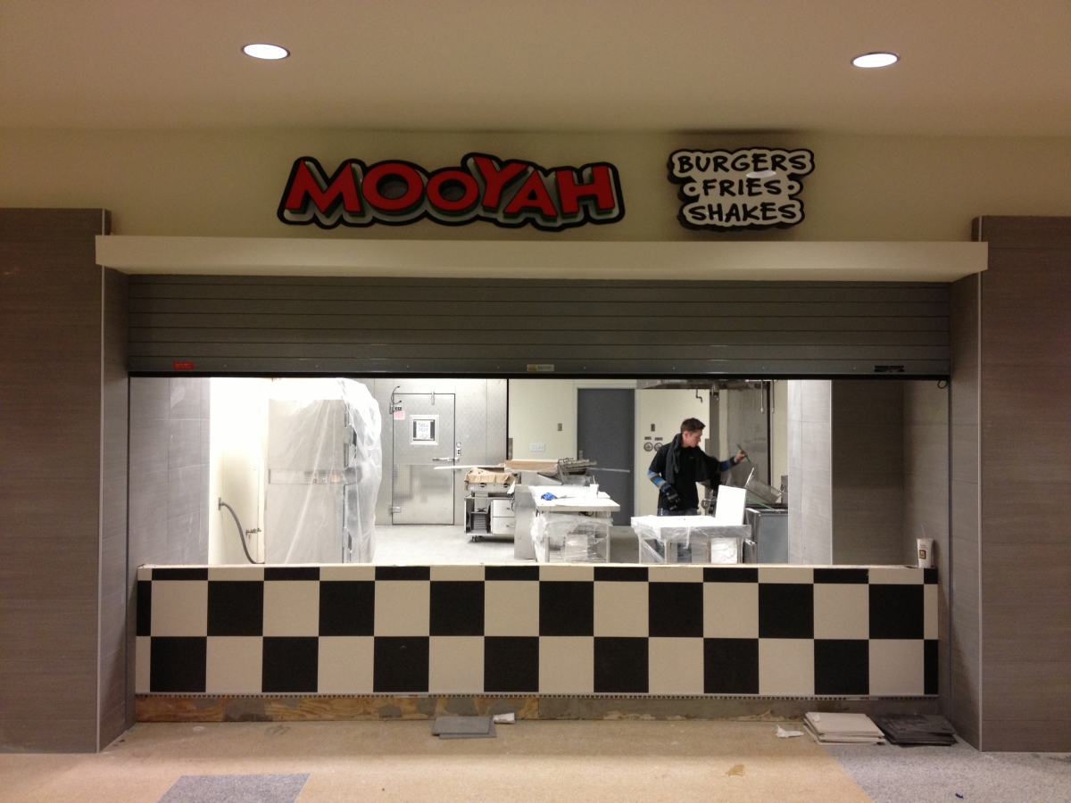 Installation of signs for Mooyah in New Orleans