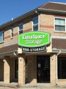 Sign installation in Metairie Louisiana for Extra Space Storage